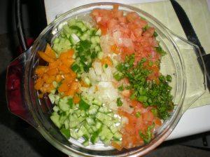 סלט ירקות חתוך דק