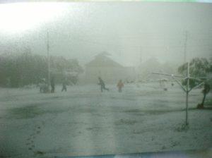 ילדים משחקים בשלג בריחן