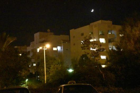 ירח מעל