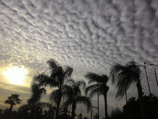 שמש מציצה מבעד לעננים The sun is peeking through the clouds