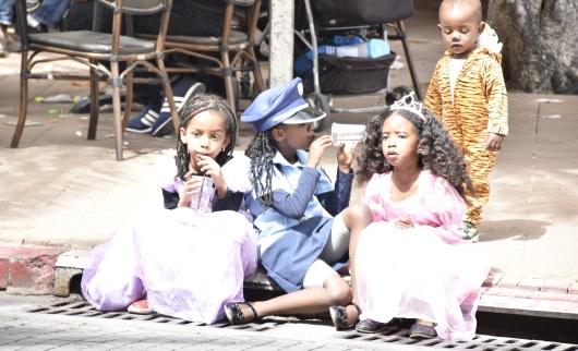 ילדים מחופשים בפורים Children with costumes on Purim