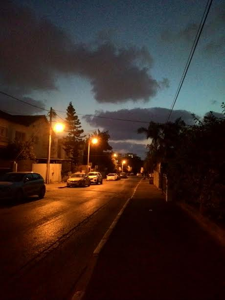 הרחוב שלך... חמש דקות... Your street... Five minutes