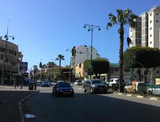 רחוב ראשי לא נקי בחדרה Main dirty road in Hadera