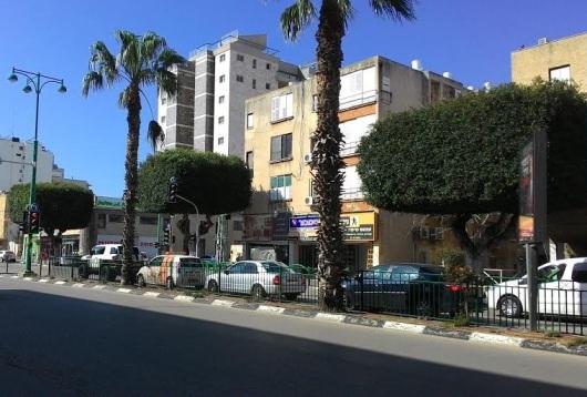 רחוב ראשי בחדרה Main street in Hadera