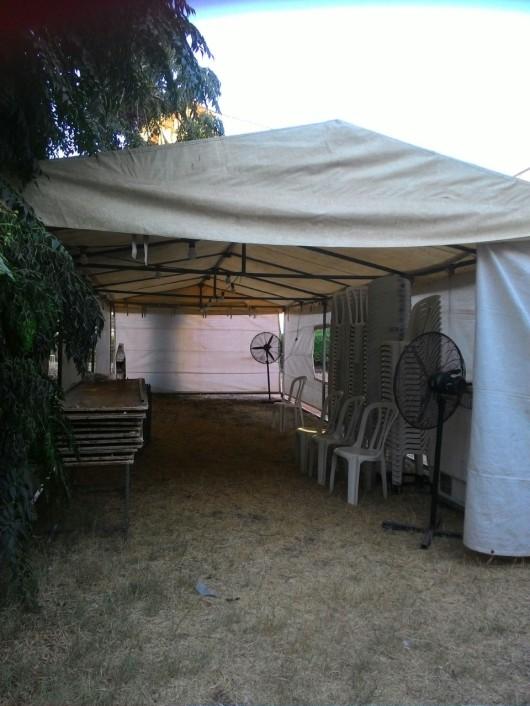 אוהל האבלים בהקמה מבט פנימה Setting up the mourning tent a look inside