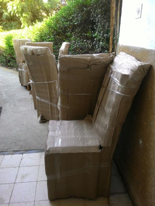 כסאות שנמסרו בשבת Chairs delivered on Shabbat
