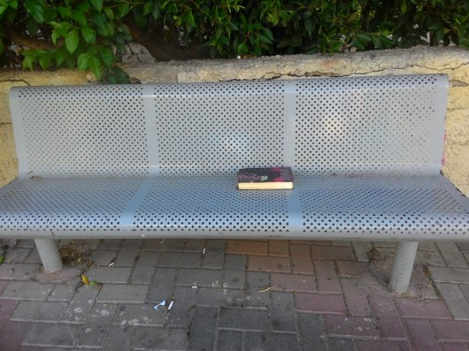 ספר יתום על ספסל An orphan book on a bench