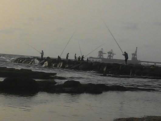 דייגים בחוף זבולון Fishermen on Zevulun Beach