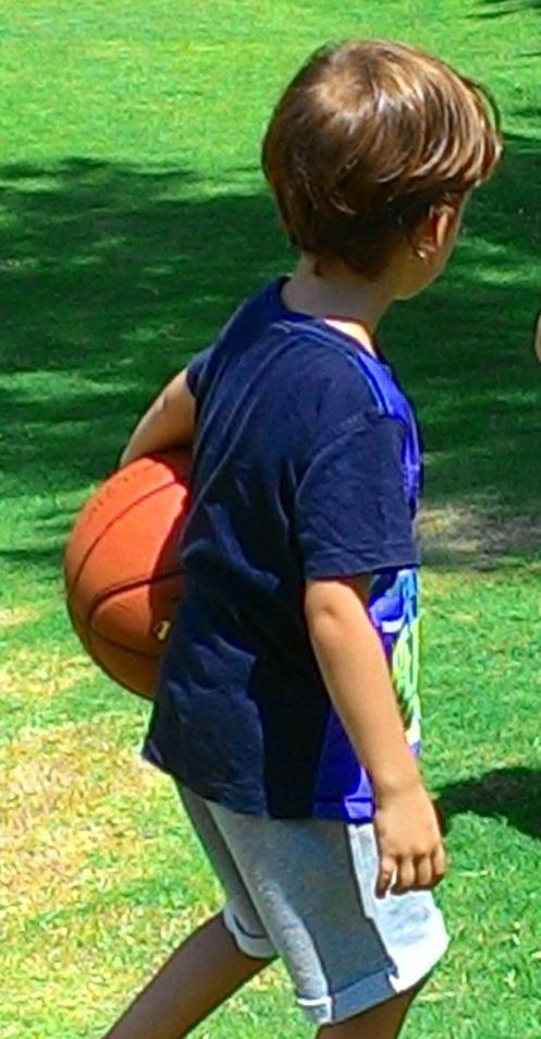 נכד מחזיק בכדור A grandson olding a ball