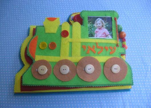 ספר פעילות בצורת קטר  Activity book in the shape of a locomotive