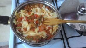 הפסטה והרוטב מוכנים The pasta and the sauce are ready