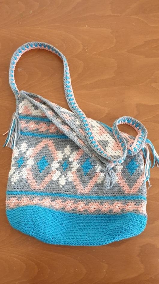 תיק מהמם סרוג בצבעי כחול אפור לבן וכתום Stuning knitted bag in blue, gray, white, and orange