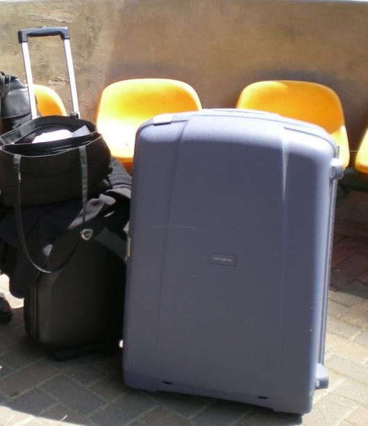 מזוודות מוכנות ומזומנות Suitcases prepared and ready
