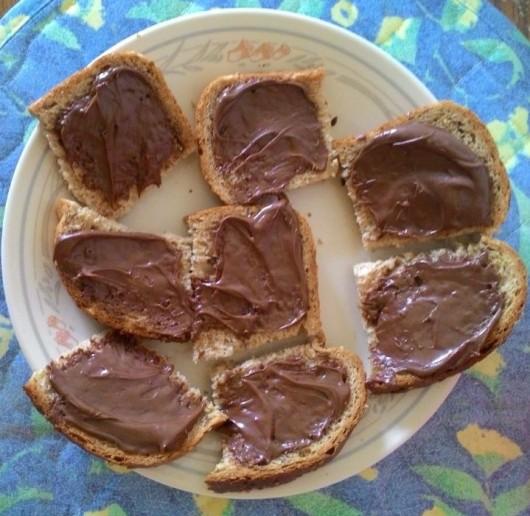 ממרח שוקולד על לחם Chocolate spread on bread