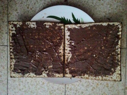 מצה עם ממרח שוקולד Matza with chocolate spread