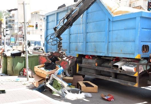 איסוף זבל בחדרה Collection the garbage in Hadera