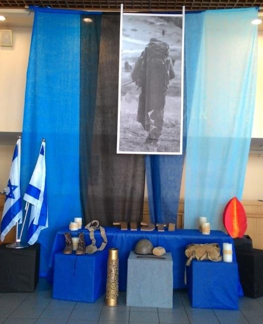 פינה לזכר חללי בוגרי התיכון Corner for the fallen of high school graduates