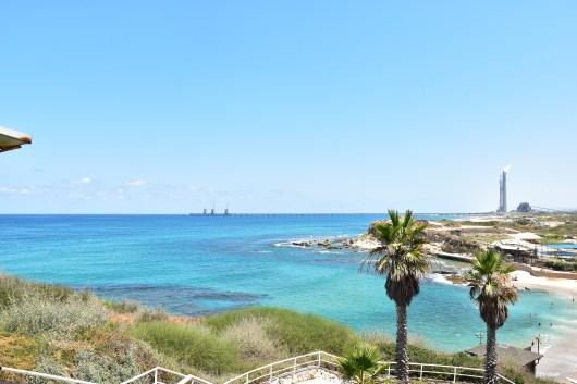 עוד מבט מהצוק אל חוף אולגה Another view from the cliff to Olga Beach
