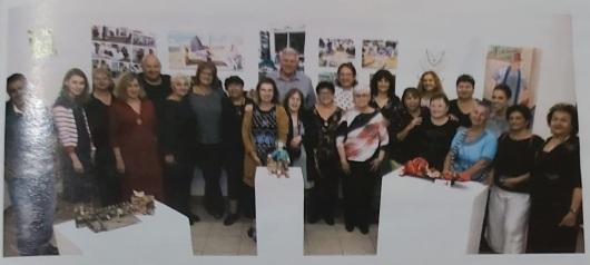 תמונה קבוצתית של האמניות Group photo of the artists