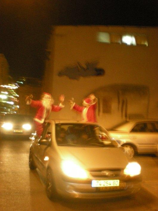 סנטה קלאוס על מכונית   Santa Claus on a car