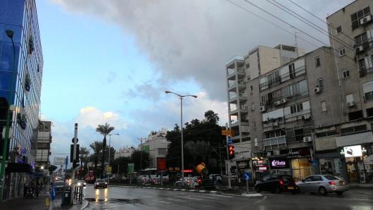 עיר בהפוגה בגשם A city at respite in the rain