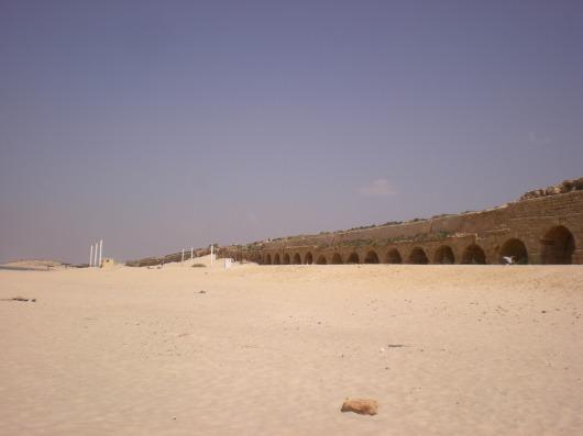 אמת המים בקיסריה   Caesarea Aqueduct