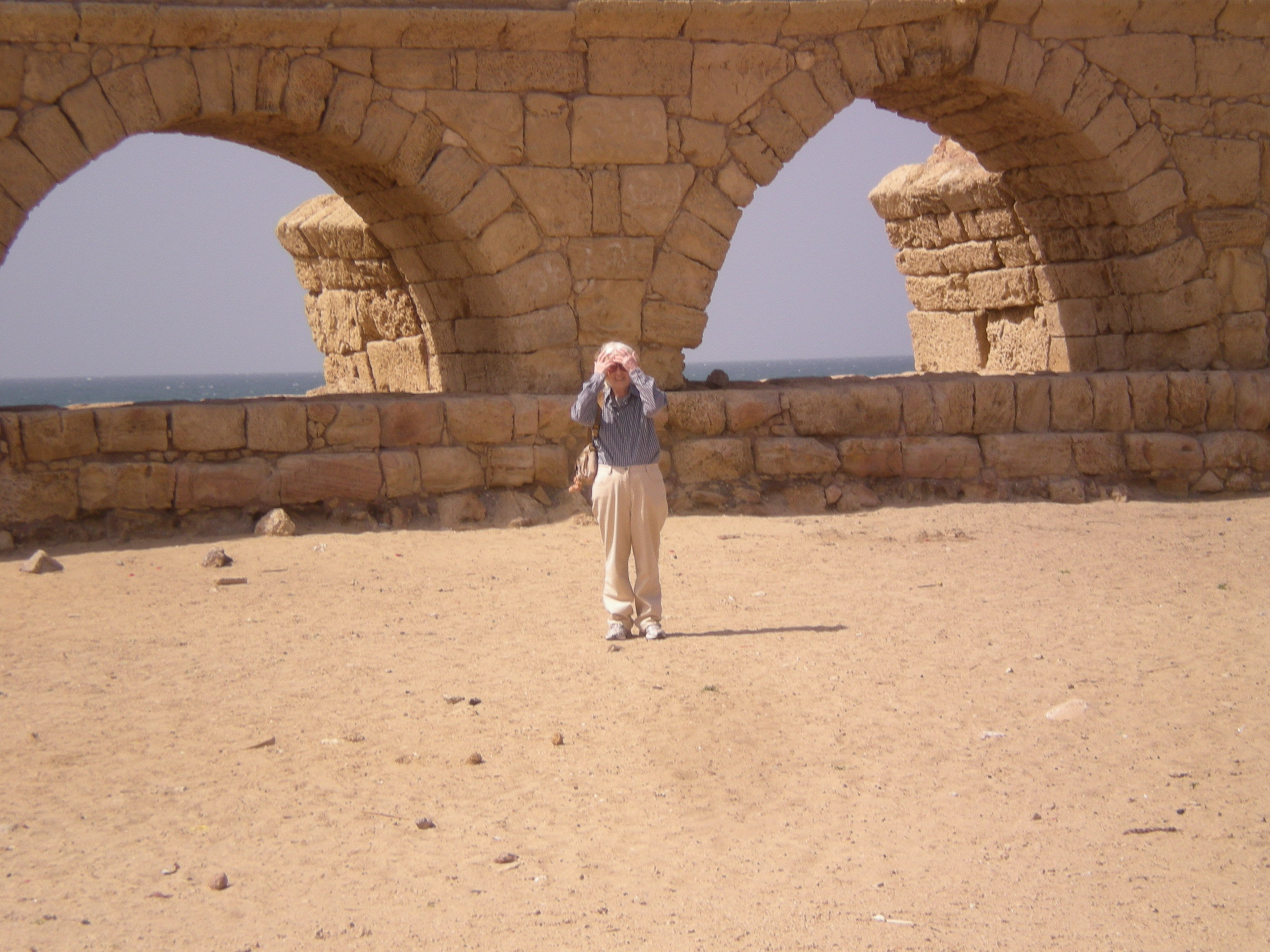 אני ואמת המים Me and the aqueduct