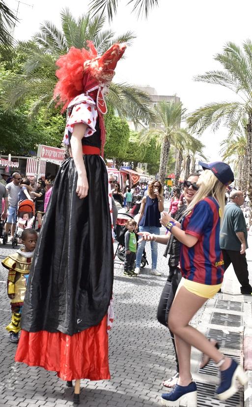 ליצנית Woman clown