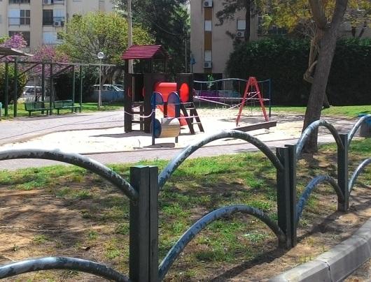 גן שעשועים מבודד Secluded playground