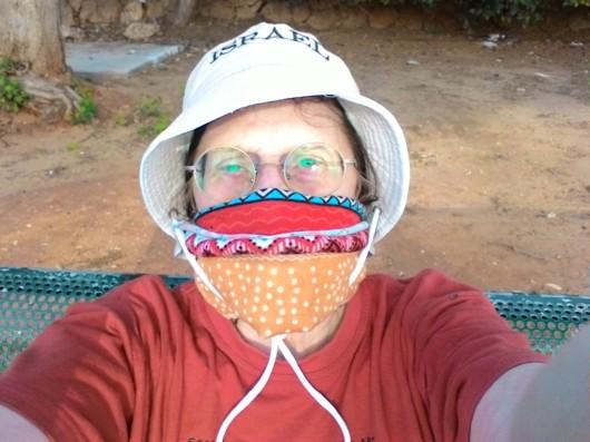 סלפי עם מסכה   Selfie with a mask