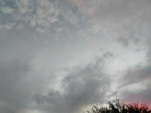 אופק בוער ועננים מתאספים   Burning horizon and gathering clouds